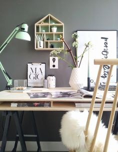 Office desk decoration by Lisanne van de Klift