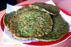 Boerenkool pannenkoek met chiazaden - van onze Foodie Cynthia.   http://www.fitterbij.nl/boerenkool-pannenkoek-met-chiazaden/