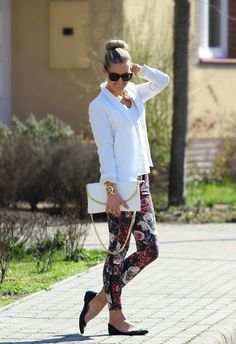 Best Outfit Ideas about Floral Pants - Clothes - Mode Spring Summer Fashion, Spring Outfits, Spring Clothes, Spring Style, Summer Outfit, Mode Outfits, Casual Outfits, Floral Pants Outfit, Floral Outfits