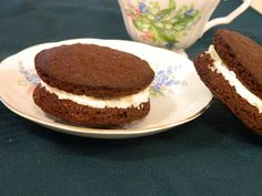 Ginny's Low Carb Kitchen: BROWNIE ICE CREAM SANDWICH