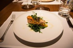 Gegrillter Lachs im A la Carte Restaurant in der Cathay Pacific First Class Lounge \