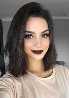 black shoulder length hair + dark makeup / #beauty #hairstyles #fashion