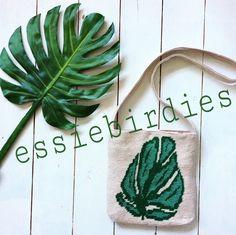 Gratis haakpatroon tas met blad , gehaakt met yarn and colors , www.essiebirdies.wordpress.com
