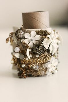 Gold Runway Inspired Bracelet Tutorial love it! must try! #ecrafty