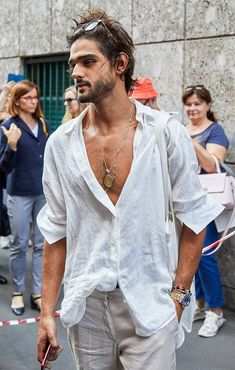 The best-dressed attendees at Milan Fashion Week wore a masterclass in suave summer style. These are our favourite looks from the menswear shows. Bohemian Style Men, Hippie Style, Bohemian Outfit, Marlon Teixeira, Stylish Mens Outfits, Boho Fashion, Classy Fashion, Hijab Fashion, Men Fashion