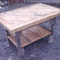 DIY Pallet Coffee Table with Patterned Top | Pallet Furniture DIY