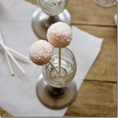 Pink Champagne Cake Pops. A New Years Eve Treat! #NYE #sweettreats