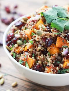 Roasted butternut squash and cranberry quinoa salad , sweet cranberries, salty toasted pumpkin seeds mixed with a sweet Balsamic Vinaigrette. Serve it chilled as a side, lunch or dinner. Healthy Salads, Healthy Eating, Healthy Recipes, Lunch Recipes, Delicious Healthy Food, Delicious Appetizers, Recipes Dinner, Keto Recipes, Tasty