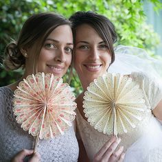 These foldable paper fans are so easy to make with a video tutorial and the Cricut Explore machine. Perfect for your DIY wedding.