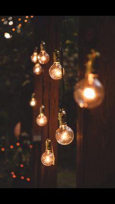 Aku mau lampu gantung (gak harus bohlam, yang mudah aja) di ceiling teras deket kolam renang.