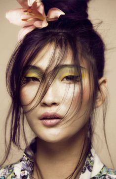 Brighten up your complexion with a pop of colour around the eyes. The colour Yellow is poppin this Summer.
