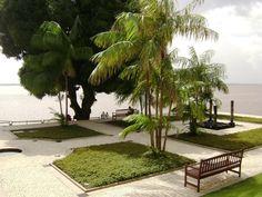 Praça em frente ao boteco das 11 janelas. Belém do Pará