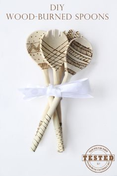 DIY Wood-Burned Spoons - I can't believe how easy and fun it was to make these darling wooden spoons! I can't wait to make my next set.