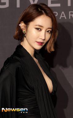 IFH 이미지 호스팅 Short Black Hairstyles, Spring Hairstyles, Bob Hairstyles, World Most Beautiful Woman, Beautiful Asian Women, Korean Beauty, Asian Beauty, Medium Hair Styles, Short Hair Styles