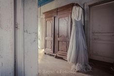 Mansion of the Bride,urbex,Maison,verlaten huis,België,oude piano,trouwjurk