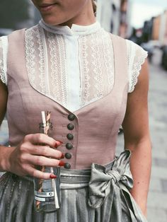 For a great start to the day Dirndl Janni Toffee Rose .- Für einen tollen Start in den Tag Dirndl Janni Toffee Rose mit Spi For a great start to the day Dirndl Janni Toffee Rose with spi - Drindl Dress, German Costume, Dirndl Blouse, Fashion Forms, Toffee, Fashion Boutique, Vintage Dresses, Ideias Fashion, What To Wear