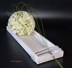 Decoratief grafstuk Deco Floral, Arte Floral, Floral Design, Funeral Floral Arrangements, Unique Flower Arrangements, Grave Decorations, Flower Decorations, Contemporary Flower Arrangements, Crepe Paper Flowers