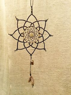 Mandala and dream catcher collaboration Dream Catcher Mobile, Flower Mandala, Hanging Art, Sweet Dreams, Dreaming Of You, Macrame, Diys, Weaving, Cool Stuff