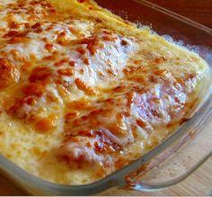 FILETE DE PESCADO GRATINADO  4 filetes de Pescado sin espinas. Pimienta, a gusto. 1/4 de Queso parmesano rallado. 4 huevos. Una pizca de sal. Leche (cantidad necesaria).  Mezclar huevos con queso rallado. Sazonar los filetes. Cuidado con la sal, el queso es bastante salado. Pasar los filetes por la preparación (como si hicieses milanesas). Enrollar los filetes y sostenerlos con un palillo. Llevar a una fuente de horno y rociar con uun poco de leche. Hornear a fuego fuerte por 10 min