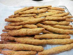 Ζουζουνομαγειρέματα: Κριτσίνια νηστίσιμα με καρότο της Ελένης! Apple Pie, Carrots, Sausage, Food And Drink, Vegetables, Desserts, Recipes, Recipies, Tailgate Desserts