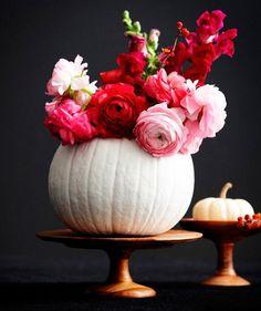 Calabaza pintada en blanco hecha jarrón