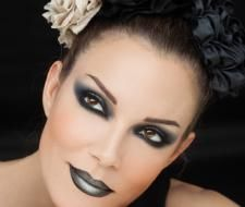How 'metal' will you go this season? It's time to show your wild side! Makeup Trends, Lip Makeup, Makeup Looks, Halloween Face Makeup, Lips, Make Up, Metal, Hair, Image