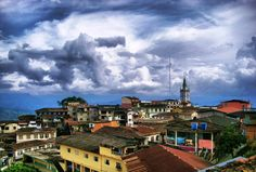 Zaruma-Ecuador Ecuador, Colonial, Mansions, House Styles, Home Decor, Magic City, Places To Visit, Cities, Houses