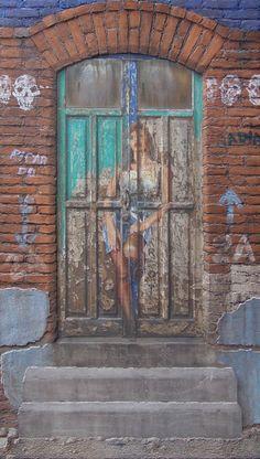 Mujer en la puerta, Mixta sobre tela sobre madera