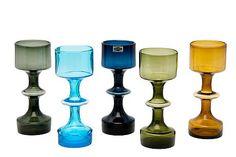 Kaj Franck designed the vase for Nuutajärvi in 1956 in several colors; Mid Century Modern Art, Mid Century Design, Glass Design, Design Art, Bauhaus, Charles Ray Eames, Art Of Glass, Vintage Design, Colored Glass
