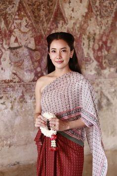 Traditional Thai Clothing, Traditional Fashion, Traditional Dresses, Thailand Outfit, Thailand Fashion, Vietnam Costume, Thai Fashion, Thai Dress, Thai Style
