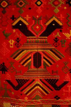 Τρίφυλλο υφαντό κλινοσκέπασμα (πατανία) με ανθρώπινες μορφές, φυτικό και ζωικό διάκοσμο. Βαμβάκι, μαλλί. 19ος-20ός αι. Deep Autumn Color Palette, Crete, Pj, Charts, Folk Art, Paint Colors, Bohemian Rug, Fabrics, Tapestry