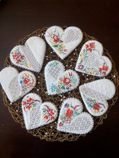 My Hearts, Kaloscai embroidery, cookie artist Svetlana Cookie Icing, Biscuit Cookies, Royal Icing Cookies, Sugar Cookies, Cake Decorating Tips, Cookie Decorating, Monster Cupcakes, Fancy Cookies, Dog Crafts