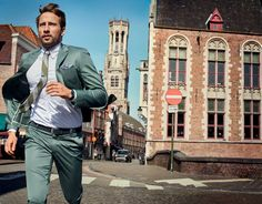 Matthias Schoenaerts is a fresh vision as he covers the spring-summer 2016 issue of Esquire Big Black Book. The Belgian actor is styled by Nick Sullivan… What To Wear Today, How To Wear, Matthias Schoenaerts, Mens Boots Fashion, Fashion Suits, Fashion Styles, Fashion Ideas, Stylish Suit, Gq Magazine