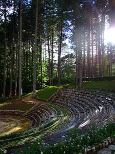 Open air concert in Italy. Outdoor Stage, Outdoor Theater, Outdoor Fire, Landscape Stairs, Landscape Architecture Design, Auditorium Architecture, Calabria Italy, Sardinia Italy, Paradise Pictures