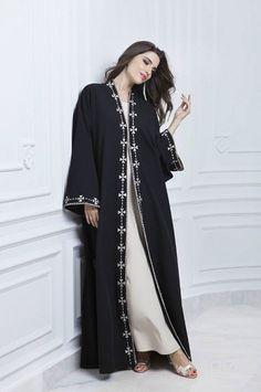 Mode Abaya, Mode Hijab, Casual Hijab Outfit, Hijab Dress, Abaya Fashion, Diy Fashion, Abaya Pattern, Black Hijab, Conservative Fashion
