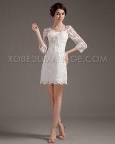 3/4 manches robe de mariée courte en dentelle ornée de fleur