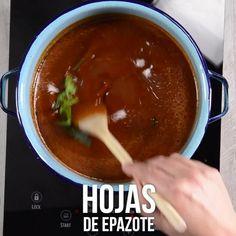 Vídeo da sopa asteca com Chile Pasilla - My Videos - Broccoli Soup Recipes, Cream Of Broccoli Soup, Tasty Videos, Food Videos, Buzzfeed Tasty, Chile Pasilla, Special Recipes, Perfect Food, Vegetarian
