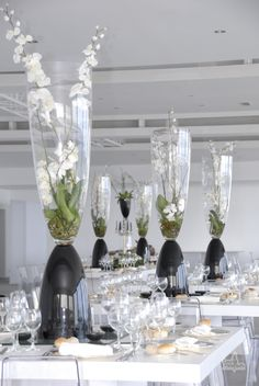 Floral, B&W centerpieces at Arriba (Guincho, Portugal) #Arribabythesea wedding venue wedding by the sea table decor white orchid