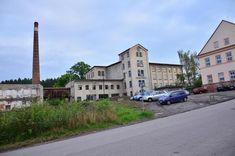 Bývalá továrna Mastných v Lomnici nad Popelkou, kde probíhala celá svatba od rána až do druhého dne večer. Pan majitel byl nadšen z nás a my z něj a z továrny.