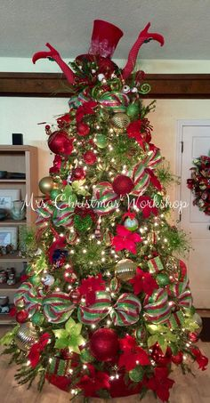 Christmas tree, red and lime, Christmas decorating, tree ideas deco mesh Christmas tree mrschristmasworkshop #xmastreedecorations