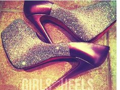 wooo silver pumps sparkles all over Sparkly Pumps, Silver Pumps, Party Shoes, Sparkles, Character Shoes, Stiletto Heels, Dance Shoes, Fashion, Dancing Shoes