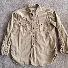 Madewell Button Up Tan Utility Shirt XS Super cute utility style button up in the perfect tan color! Brown buttons. Super flattering fit. Perfect condition. Size XS. Madewell Tops Button Down Shirts
