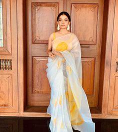 Indian Bridal Fashion, Indian Fashion Dresses, Dress Indian Style, Indian Wedding Outfits, Indian Designer Outfits, Indian Outfits, Ethnic Outfits, Indian Attire, Indian Weddings