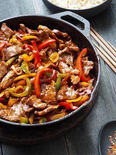 Jeg elsker lettvinte løsninger – særlig når de smaker godt i tillegg! Spicy biff med paprika oppfyller begge krav. Biff og paprika stekes i en panne hver for seg, og blandes så sammen med en saus som du har mikset sammen. Det hele varmes opp, smakes litt til og middagen er klar. Setter du over [...]Read More...