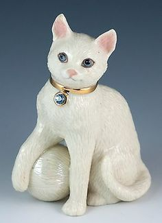 Lenox Porcelain Blue Rhinestone Jeweled Cat Figurine With Ball of Yarn