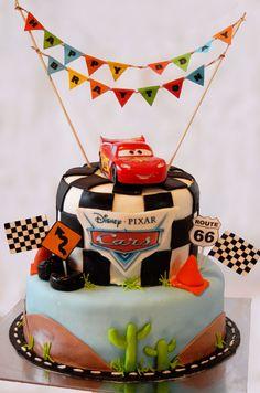 Revive la película #Cars en forma de #Pastel de #Fondant. Por @iheartmotherhood