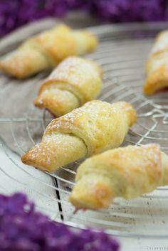 Kleine schnelle Mini-Quarkhörnchen Croissants mit Quark Magerquark Marmelade gefüllt