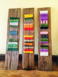 Resultado de imagen para telares espejo Pin Weaving, Weaving Yarn, Tapestry Weaving, Weaving Projects, Tear, Simple Art, Beading Patterns, Textile Art, Art Festival