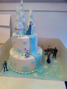 Frozen castle cake w/ towers on top tier Bolo Frozen, Disney Frozen Cake, Disney Cakes, Frozen Castle Cake, Frozen Theme Cake, Frozen Themed Birthday Party, Birthday Parties, Birthday Cakes, 5th Birthday