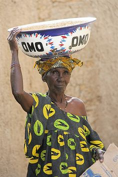 mali Beautiful African Women, Beautiful Black Women, Culture Clothing, Haida Art, African Tribes, African Textiles, African Culture, Textile Artists, West Africa